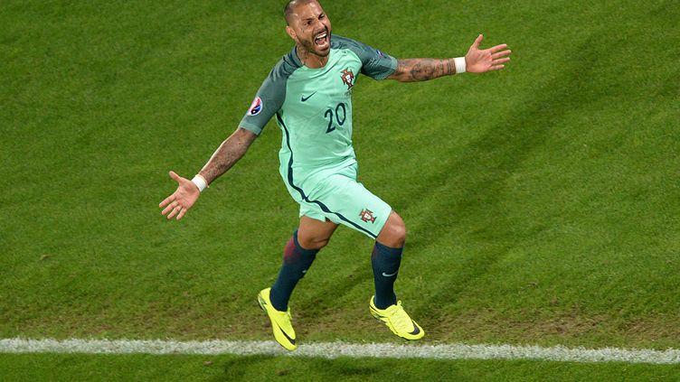 Le Portugais Ricardo Quaresma a marqué le seul but du huitième de finale de l'Euro contre la Croatie, samedi 25 juin à Lens (Pas-de-Calais). (FRANCOIS LO PRESTI / AFP)