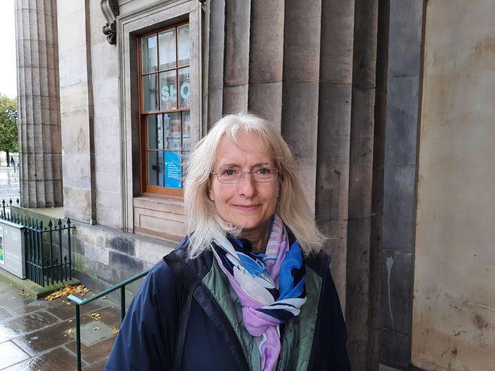 La politologue écossaise Kirsty Hughes. Octobre 2020 à Edimbourg (RICHARD PLACE / FRANCEINFO / RADIO FRANCE)