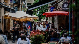 Une terrasse de bar à Bordeaux, le 19 mai 2021. (GUILLAUME BONNAUD / MAXPPP)