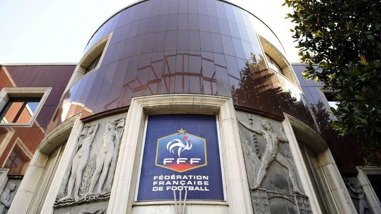 L'entrée du siège de la Fédération française de football, à Paris, en 2010. (BERTRAND GUAY / AFP)