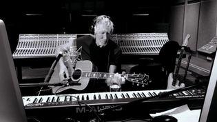 """En plein confinement, l'ancien bassiste des Pink Floyd reprend """"Mother"""" de l'album The Wall (1979). (capture d'écran Facebook)"""