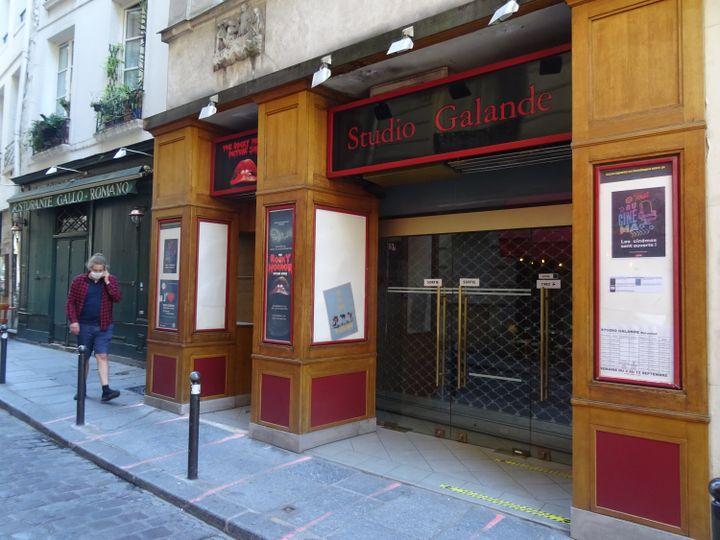 La façade du Studio Galande, salle de cinéma indépendante d'art et essai à Paris 5e, le 8 septembre 2020. (LAURE NARLIAN)