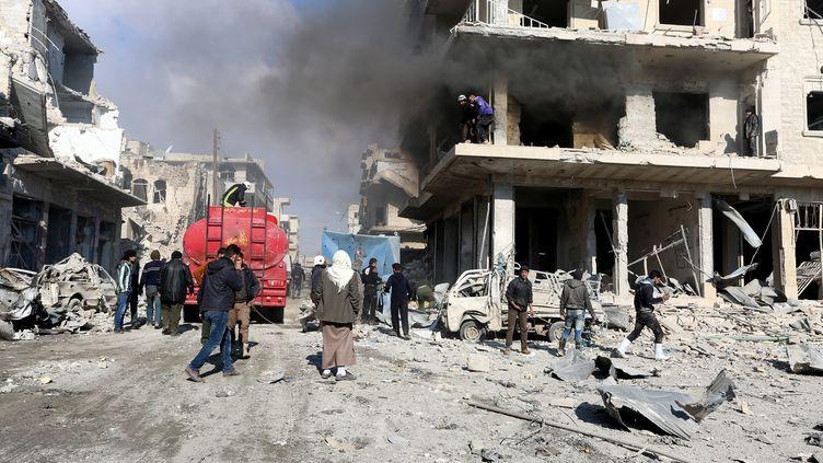 Des immeubles bombardés par le régime de Bachar Al-Assad à Maarrat al-Nu'man, près de la ville d'Idlib, en Syrie, le11 décembre 2016. (MOUHAMED KARKAS / ANADOLU AGENCY / AFP)
