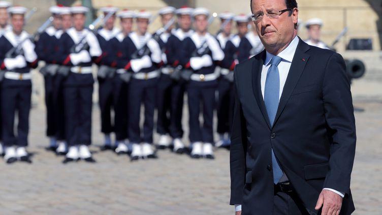 François Hollande, le 8 juillet 2013 aux Invalides, pour les obsèques de l'athlète français Alain Mimoun. (PHILIPPE WOJAZER / AFP)