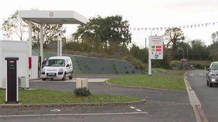 Manche : au Mesnilbus, une station-service communale pour redynamiser le territoire (FRANCE 3)
