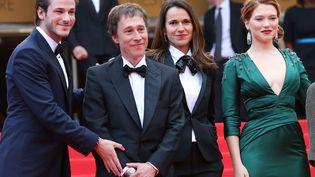 De gauche à droite, l'acteur Gaspard Ulliel, le réalisateur Bertrand Bonello, la ministre de la Culture Aurélie Filippetti et l'actrice Léa Seydoux, au festival de Cannes, le 17 mai 2014. (DAVID SILPA / NEWSCOM / SIPA)