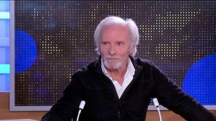 Geoffroy Thiebaut, comédien, était l'invité du journal de 23 Heures de franceinfo, mercredi 24 février. Il a détaillé le quotidien des acteurs en cette période de crise sanitaire. (FRANCEINFO)