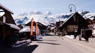 La station de Saint-Sorlin d'Arves (Savoie), en mars 2021. (JEANNE FOURNEAU / HANS LUCAS / AFP)