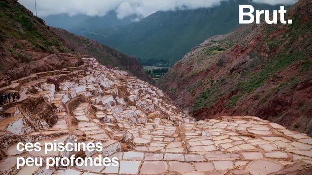 Des centaines de tonnes de sel sont extraites chaque année de ce lieu extraordinaire qui surplombe la vallée sacrée des Incas. Ce sont les Salineras de Maras.