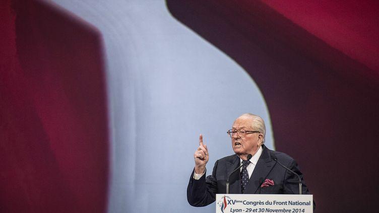 Jean-Marie Le Pen, président d'honneur du FN, lors d'un meeting à Lyon (Rhône), le 29 novembre 2014. (JEFF PACHOUD / AFP)