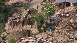 Le village de Naglebhare, au Népal, un mois après le séisme du 25 avril 2014. ( FRANCE 2)