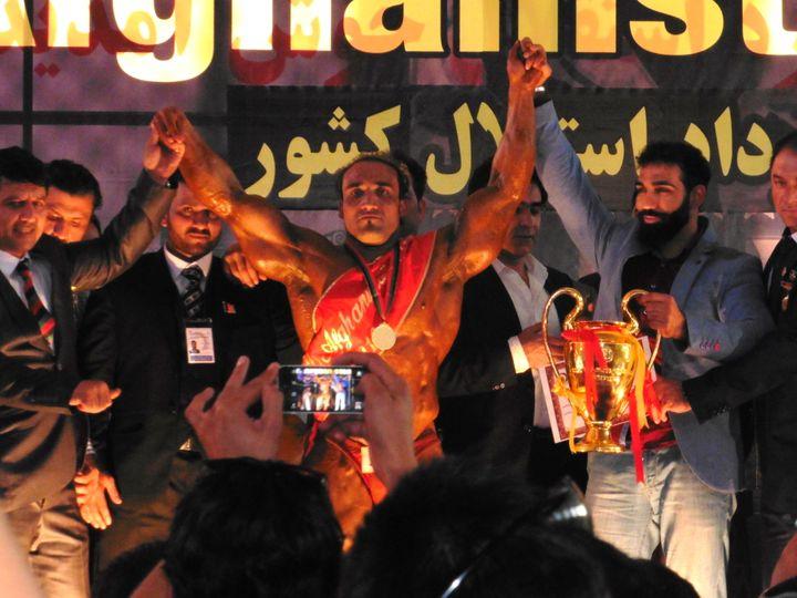 Mister Afghanistan, élu en fin de journée face à une foule conquise, disparaîtra aussitôt, par peur des représailles (Mélanie Kominek / Radio France)