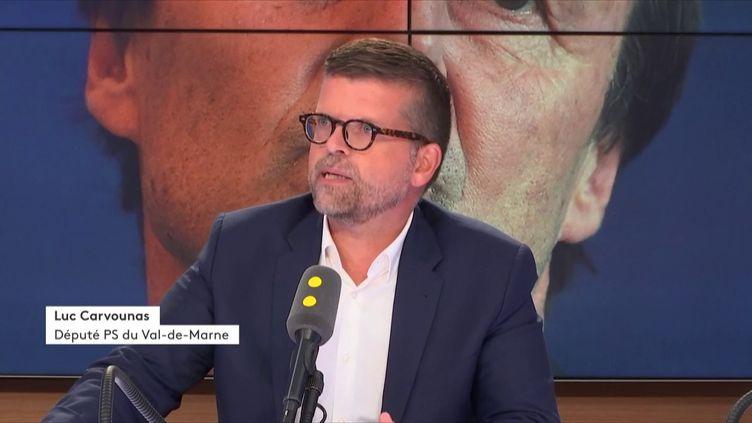 Le député PS du Val-de-Marne, Luc Carvounas, était l'invité de 19h20 politique sur franceinfo mercredi 29 août. (RADIO FRANCE)