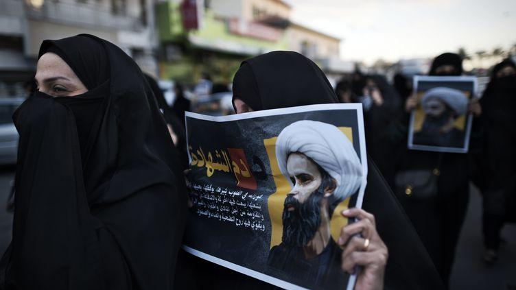 Des femmes manifestent contre l'exécution du cheikh Nimr Al-Nimr à Manama (Bahreïn), le 3 janvier 2016. (MOHAMMED AL-SHAIKH / AFP)
