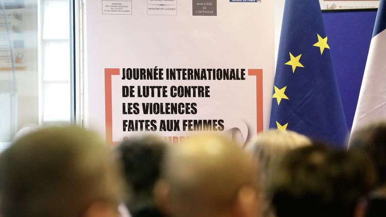 Une convention relative au traitement des mains courantes en matière de violences faites aux femmes, le 25 novembre 2014, à Paris. (VINCENT ISORE / MAXPPP)