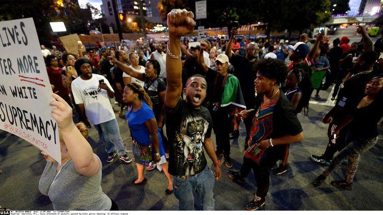 Pour la deuxième nuit consécutive, des centaines de personnes sont descendues dans les rues de Charlotte (Caroline-du-Nord) pour dénoncer les bavures policières. (SIPANY/SIPA / SIPA USA)