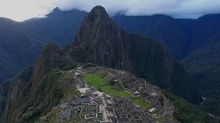 Toute la semaine, les équipes de France 2 explorent le Machu Picchu, au Pérou, véritable sanctuaire des Incas. Inscrit au patrimoine mondial de l'Unesco, il attire chaque année deux millions de touristes. Le site, connu dans le monde entier, renferme de nombreux secrets, mais il est très fragile. (FRANCE 2)