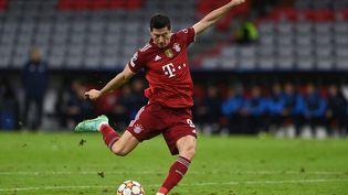 L'attaquant du Bayern Munich Robert Lewandowski lors du match de Ligue des champions face au Dynamo Kiev, le 29 septembre 2021. (CHRISTOF STACHE / AFP)