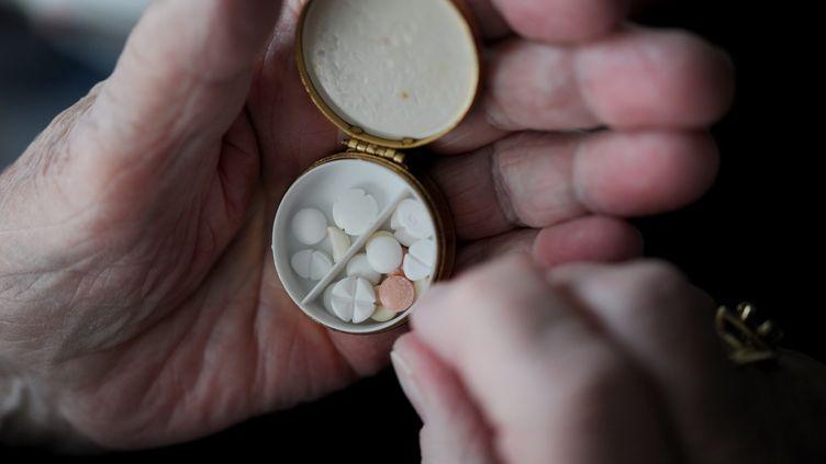 L'UFC-Que Choisir s'inquiète des fortes quantités de médicaments prescrits aux personnes âgées dans une étude publiée le mercredi 28 janvier 2015. (  MAXPPP)