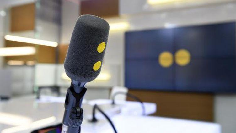 Le rendez-vous de la médiatrice, c'est le moment d'écouter ce que les auditeurs et internautes ont à nous dire. (Studio de franceinfo. (CHRISTOPHE ABRAMOWITZ))