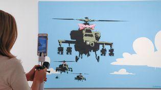 """En plus de """"Happy Choppers"""" (ci-dessous), deux autres travaux du street artist ont franchi le seuil des 100 000 dollars lors de cette vente chez Sotheby's.  (EUGENE GARCIA/EPA/Newscom/MaxPPP)"""