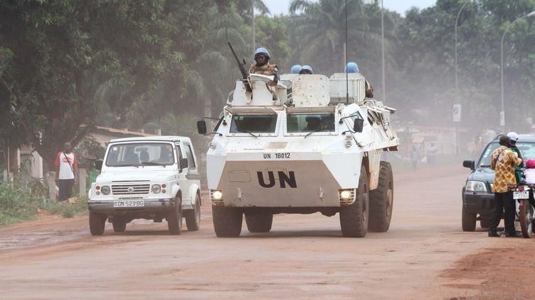 Des soldats de la Minusca patrouillent dans les rues de Bangui, la capitale centrafricaine, le 8 octobre2015. (CITIZENSIDE / HERVE SEREFIO / CITIZENSIDE.COM / AFP)