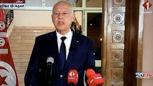 Le président tunisien Kaïs Saïed, le 20 septembre 2021 à Sidi Bouzid (Tunisie), lors de son allocution télévisée. (FETHI BELAID / AFP)