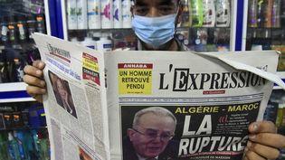 """La """"Une"""" du journal algérien l'Expression du 25 août 2021, revient sur la rupture des relations diplomatiques entre Algérie et Maroc. (RYAD KRAMDI / AFP)"""