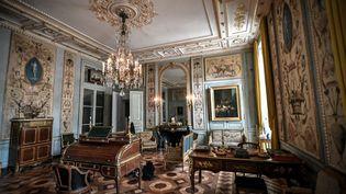 Un des appartements rénovés de l'Hôtel de la Marine à Paris, datant du XVIIIe siècle, inauguré le 10 juin par le président Emmanuel Macron. (STEPHANE DE SAKUTIN / AFP)