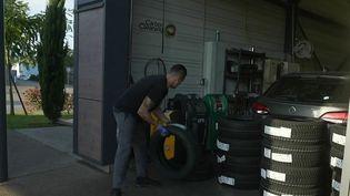 Automobile : les garagistes sont débordés par l'afflux massif de clients (FRANCE 2)