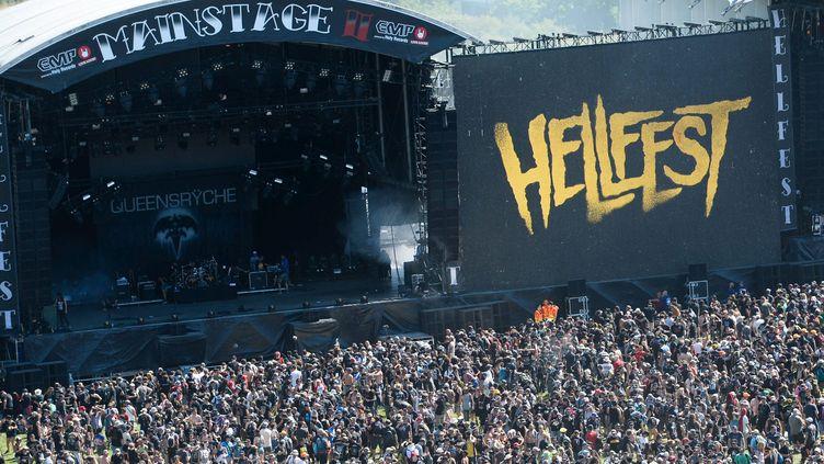 La scène principale du Hellfest noire de monde en 2017.  (Franck Dubray / Photo PQR Ouest-France / MaxPPP)