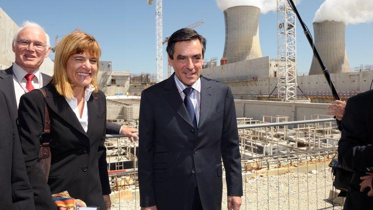 François Fillon en 2009, sur le site de la centrale nucléaire du Tricastin. (PHILIPPE MERLE / AFP)