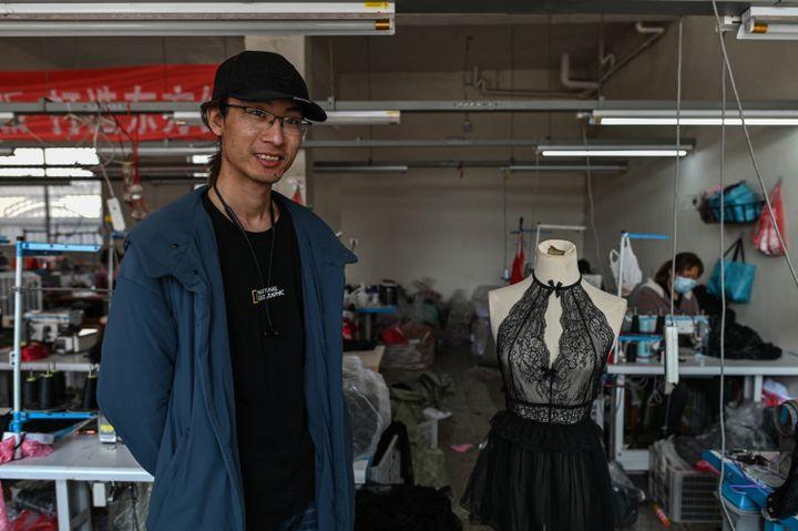 LeiCongrui, patron de la première usinede lingerie àGuanyun, en Chine, le 25 mars 2021 (HECTOR RETAMAL / AFP)