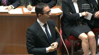 Benoît Hamon, ministre de l'Education nationale, à l'Assemblée nationale, à Paris, le 9 juillet 2014. (FRANCE 3 / FRANCETV INFO)