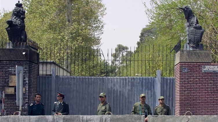 L'entrée de l'ambassade de Grande-Bretagne à Téhéran (7-4-2003) (© AFP PHOTO/Henghameh FAHIMI)