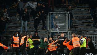 Des affrontements ont éclaté entre supporters angevins et marseillais à la fin de la rencontre opposant les deux clubs, le 22 septembre. (JEAN-FRANCOIS MONIER / AFP)