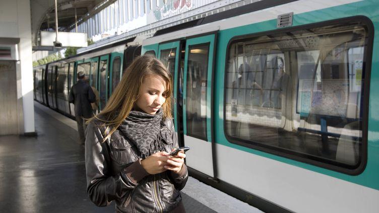 La 3G et la 4G seront déployées en 2015 dans l'ensemble du métro parisien, selon la RATP. (B2M PRODUCTIONS / PHOTOGRAPHER'S CHOICE RF / GETTY IMAGES)