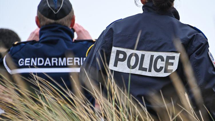 Les forces de l'ordre sur la plage de Oye-Plage, dans le Pas-de-Calais, le 31 janvier 2020. Photo d'illustration. (DENIS CHARLET / AFP)