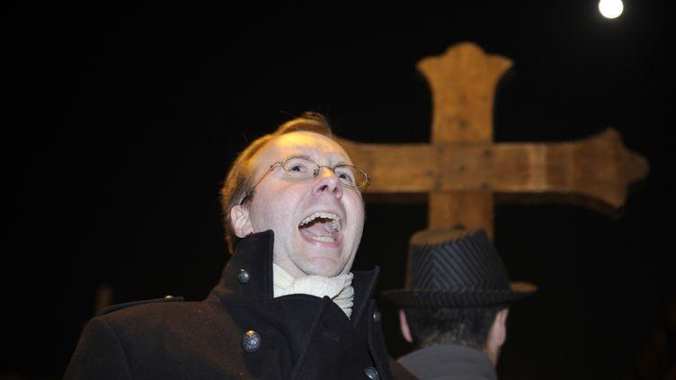 Alain Escada, secrétaire général de l'institut catholique fondamentaliste Civitas, lors d'une manifestation contre une pièce de théâtre, à Rennes, le 10 novembre 2011. (DAMIEN MEYER / AFP)