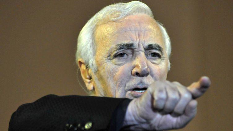 Charles Aznavour lors d'un concert près de Montevideo (Uruguay), le 1er mai 2008. (STR / AFP)
