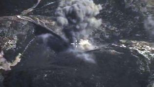 Une bombe russe est larguée sur une zone de conflit en Syriesur cette photo fournie le 4 octobre 2015 par le ministère de la Défense russe. ( AP / SIPA )