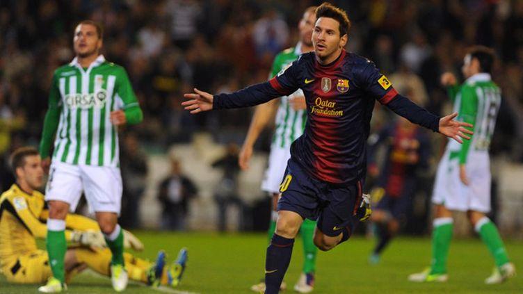 L'Argentin Lionel Messi bat le record de 85 buts en une saison de Gerd Muller face au Betis Seville
