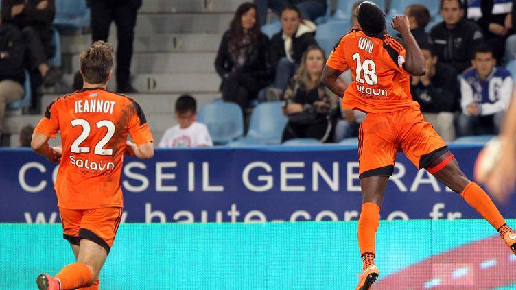 Les Lorientais exultent après le deuxième but de Gilles Sunu  (PASCAL POCHARD-CASABIANCA / AFP)