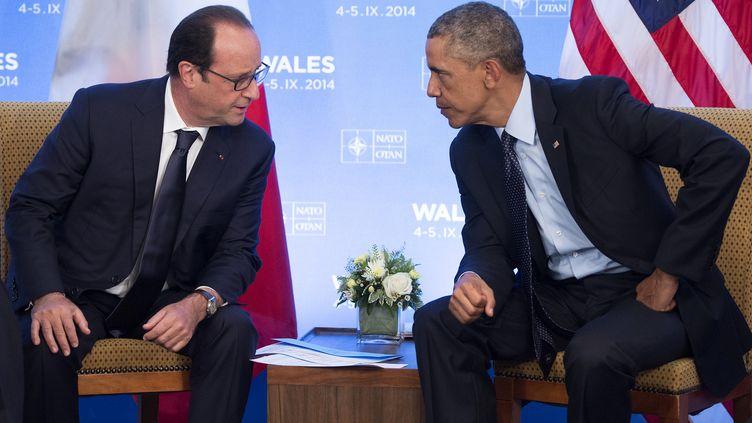 Le président des Etats-Unis Barack Obama et François Hollande, lors du sommet de l'Otan à Newport (pays de Galles), le 5 septembre 2014. (SAUL LOEB / AFP)