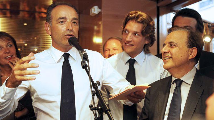 Le candidat à la présidence de l'UMP, Jean-François Copé, aux côtés de Jean Sarkozy et de Roger Karoutchi, le 4 septembre 2012 à Neuilly-sur-Seine. (PIERRE VERDY / AFP)