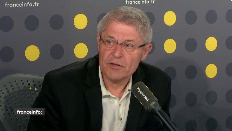 Leprésident de la Fédération nationale des associations d'usagers des transports (FNAUT),Bruno Gazeau dans le studio de franceinfo, le 24 avril 2018. (FRANCEINFO / RADIOFRANCE)
