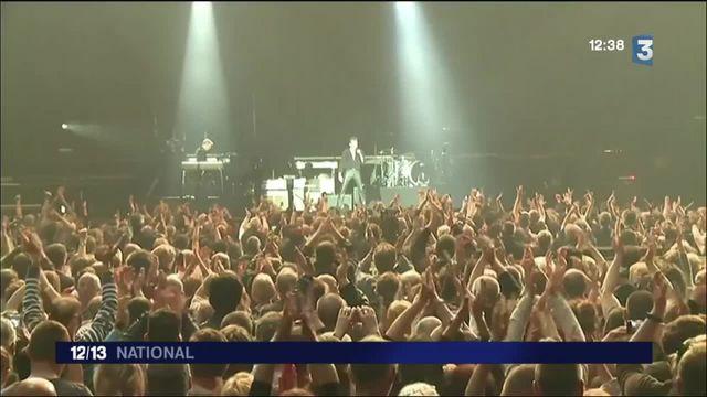 Belgique : en concert, Johnny Hallyday rend hommage aux victimes des attentats