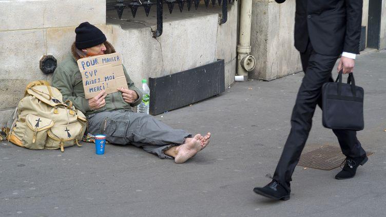 Un sans-abri à Paris. (KENZO TRIBOUILLARD / AFP)