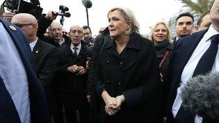 Marine Le Pen, candidate du Front national à l'élection présidentielle, sur la promenade des Anglaisà Nice, le 13 février 2017. (VALERY HACHE / AFP)