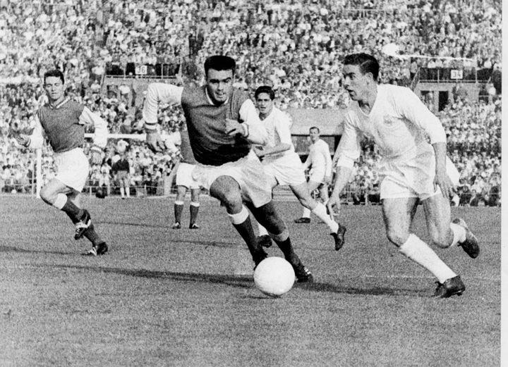 Leblond (Reims) contre le Real Madrid lors de la finale de la Coupe des clubs champions en 1959